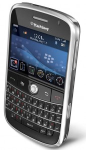 5 reasons to own smartphone - blackberry bold picture